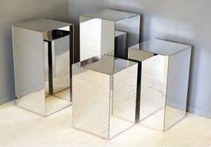 Mirror plinths